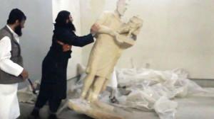 capture-d-ecran-d-une-video-diffusee-par-le-groupe-etat-islamique-montrant-des-jihadistes-detruisant-des-statues-au-musee-de-mossoul_5257157