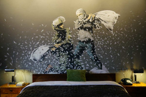 walled-of-hotel-banksy-1